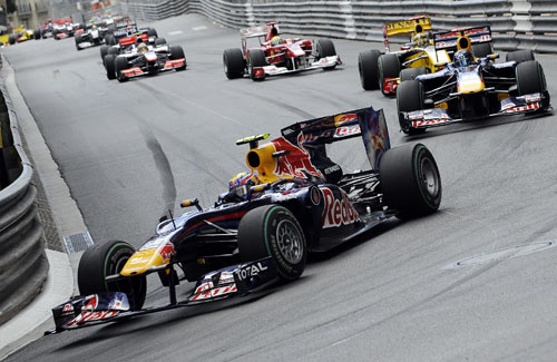 Mark Webber leads the field into Portier