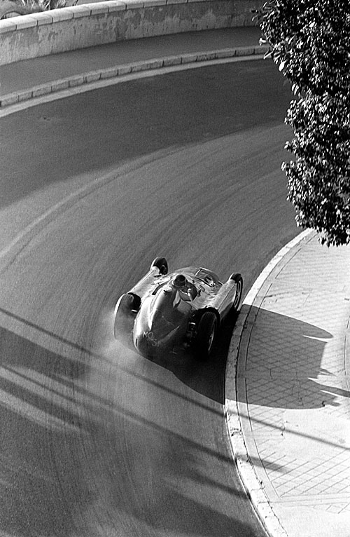 Juan Manuel Fangio drifts his Ferrari through Mirabeau