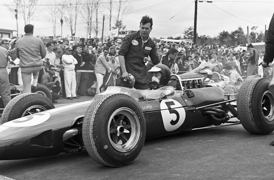 Jim Clark on the grid before the 1965 United States Grand Prix