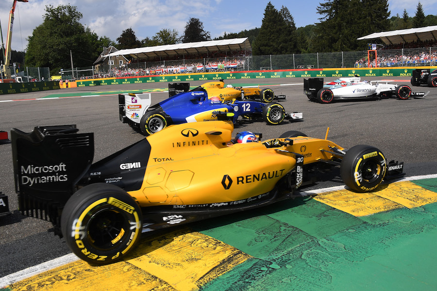 Jolyon Palmer at the start of the race