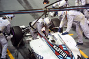 Williams mechanic and Valtteri Bottas with seat belt problems while making a pitstop