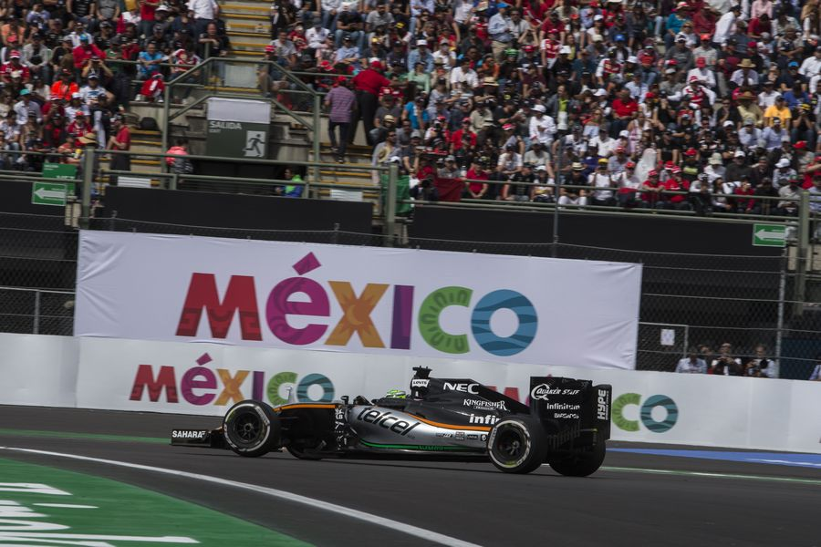 Nico Hulkenberg pushes hard to defend his position