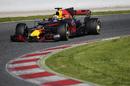 Daniel Ricciardo enters a corner