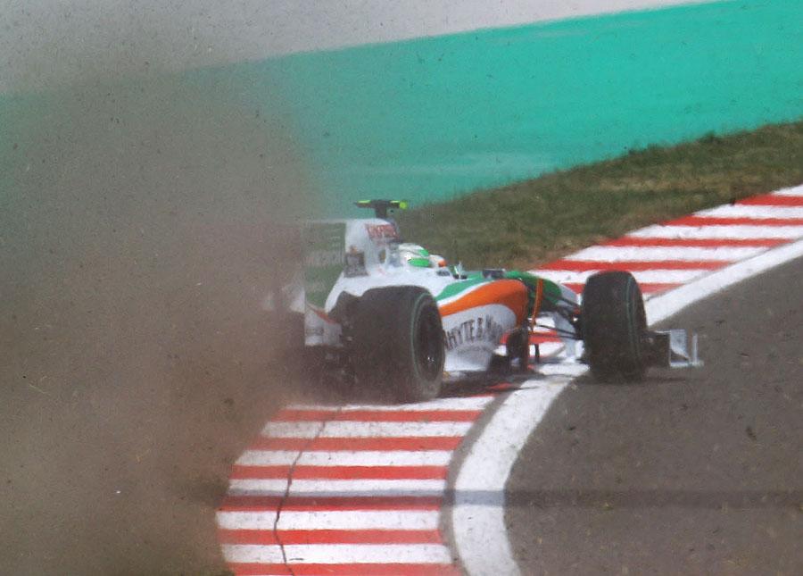 Tonio Liuzzi runs wide early in the race
