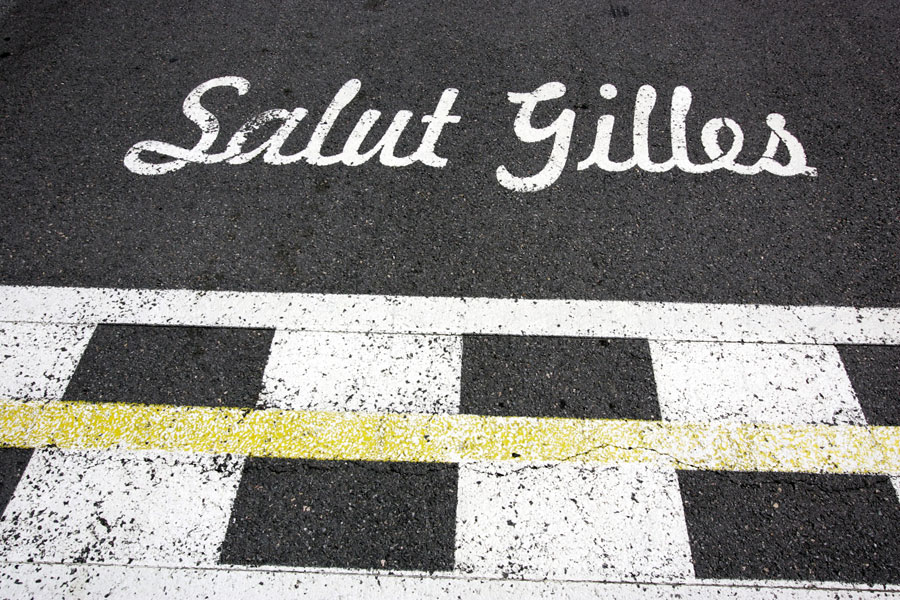 A message on the start-finish line pays homage to Gilles Villeneuve