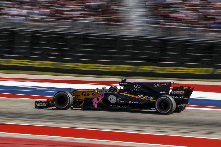 Carlos Sainz jr on track in the Renault