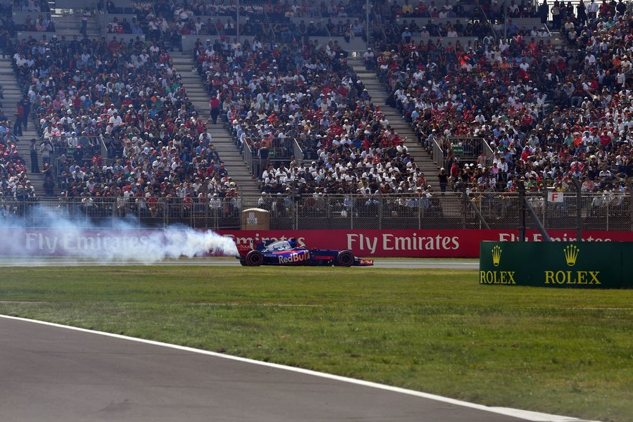 Brendon Hartley retires from the race with engine failure