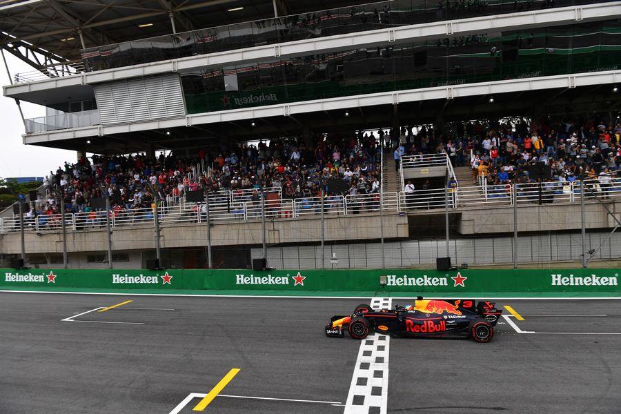 Daniel Ricciardo on track in the Red Bull