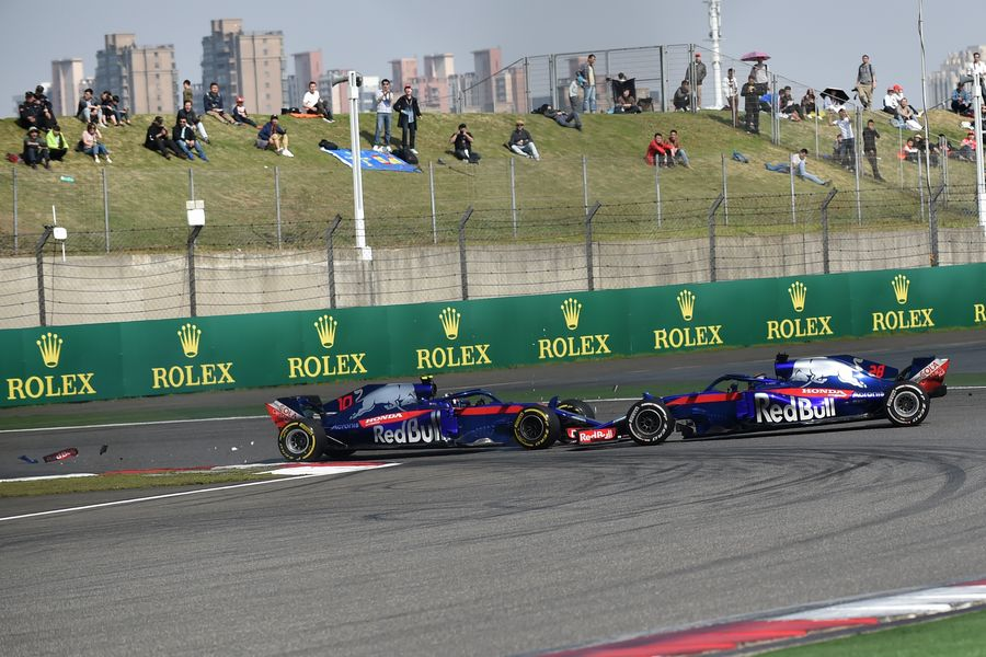 Pierre Gasly and Brendon Hartley collide