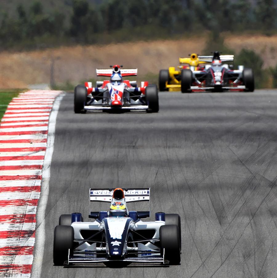 Race winner Dean Stoneman leads Jolyon Palmer