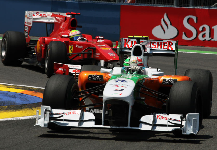 Tonio Liuzzi holds off Felipe Massa