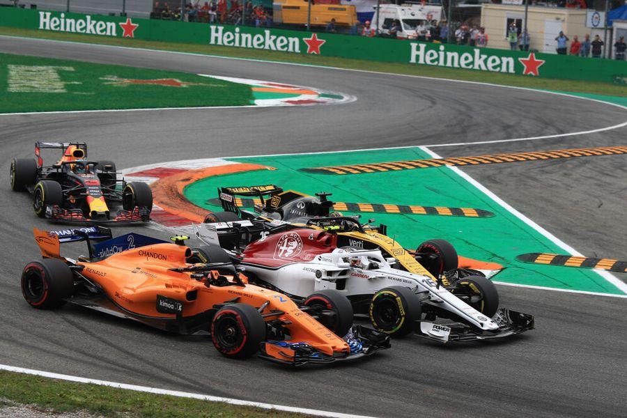 Stoffel Vandoorne, Charles Leclerc and Nico Hulkenberg battle for position