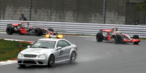 Lewis Hamilton and Fernando Alonso behind the safety car