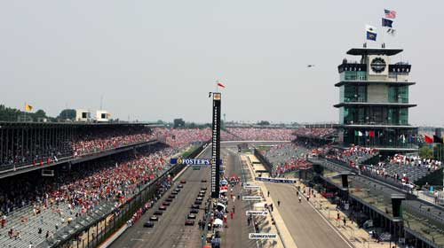 F1 cars line up for the start of the race at Indy