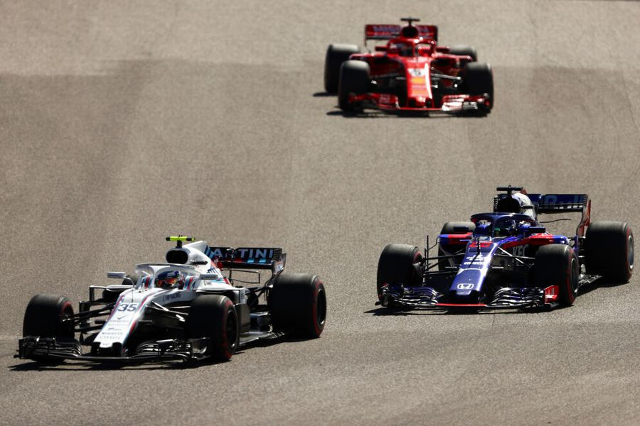 Sergey Sirotkin and Brendon Hartley battle for position