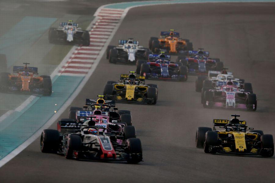 Romain Grosjean battles with Nico Hulkenberg on track
