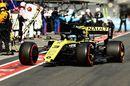 Daniel Ricciardo returns to the pitbox