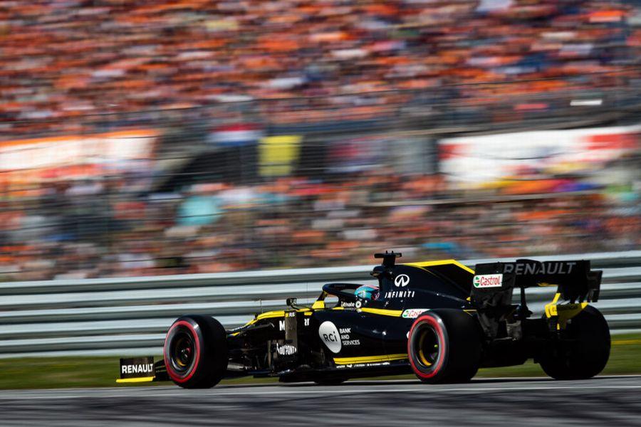 Daniel Ricciardo on track in the Renault