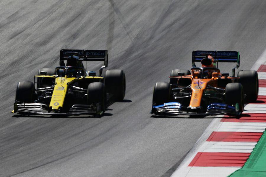 Daniel Ricciardo and Carlos Sainz Jr battle for position