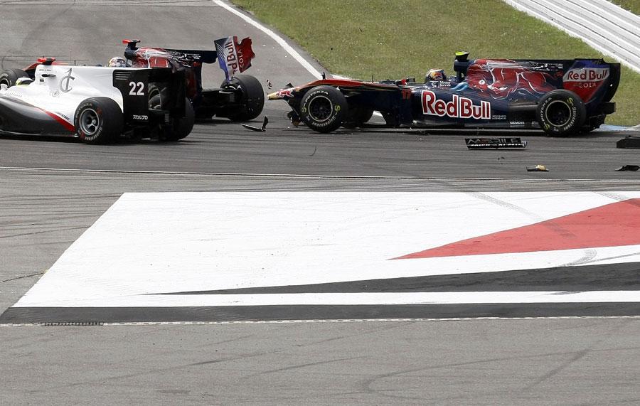 Sebastien Buemi loses his rear wing at the start