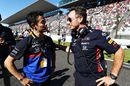 Christian Horner talks with Naoki Yamamoto on the grid