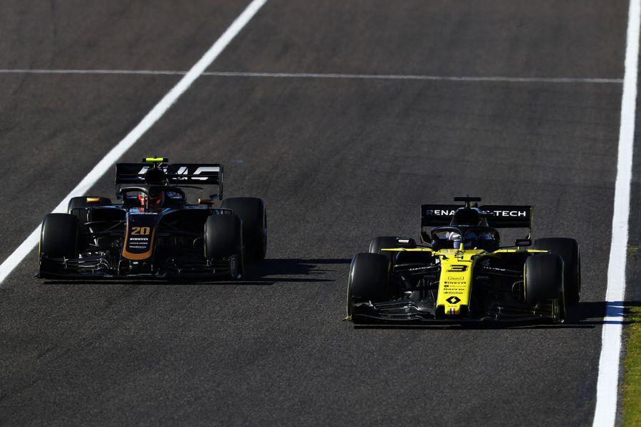 Daniel Ricciardo and Kevin Magnussen battle for position