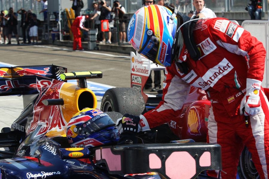 Fernando Alonso congratulates Mark Webber after the race