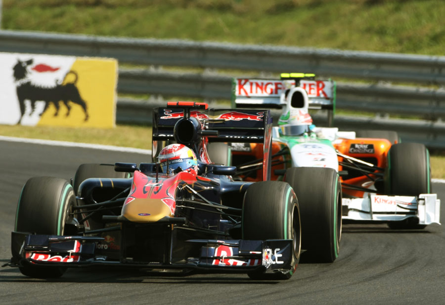 Sebastien Buemi hold off Tonio Liuzzi