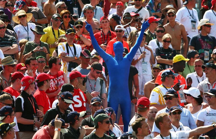 Hungarian race fans