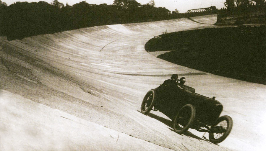 LG Hornstead in a Benz tackles the Outer Circuit at Brooklands