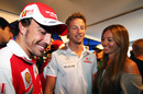 Fernando Alonso shares a joke with Jenson Button and his girlfriend, Jessica Michibata