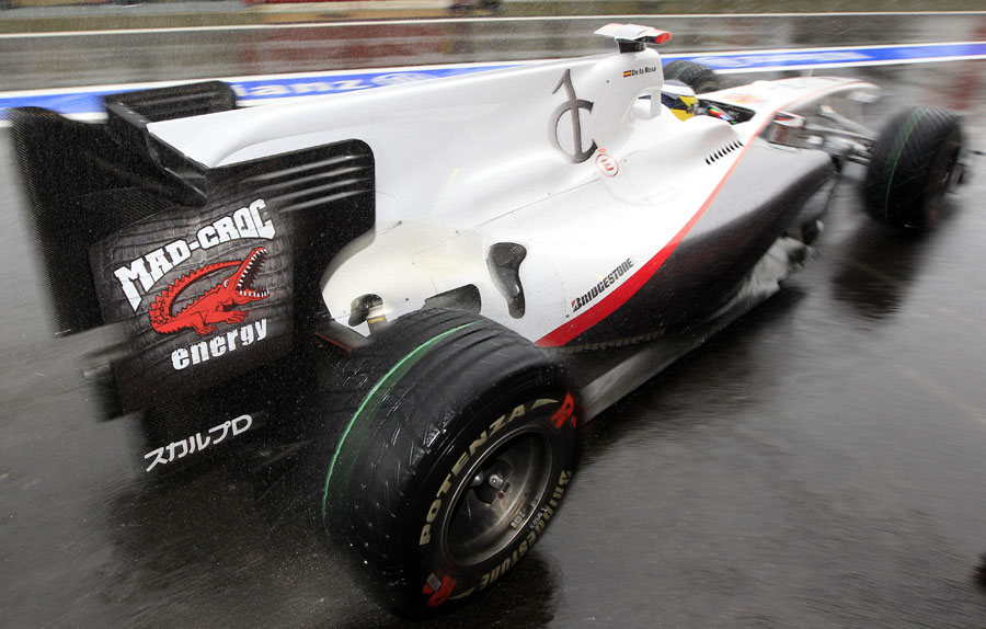 Pedro de la Rosa in the Sauber, complete with new advertising