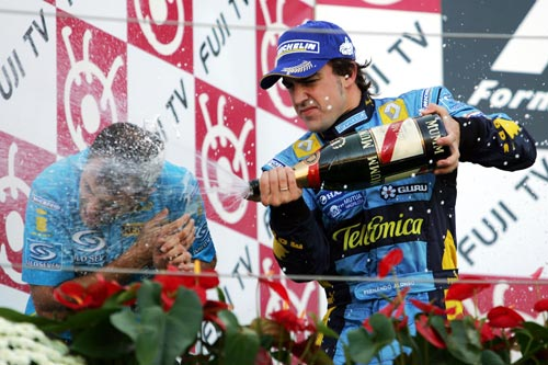 Fernando Alonso sprays champagne following his win in the 2006 Japanese Grand Prix