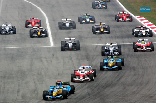 Fernando Alonso leads the field on his way to victory in the 2005 Malaysian Grand Prix.