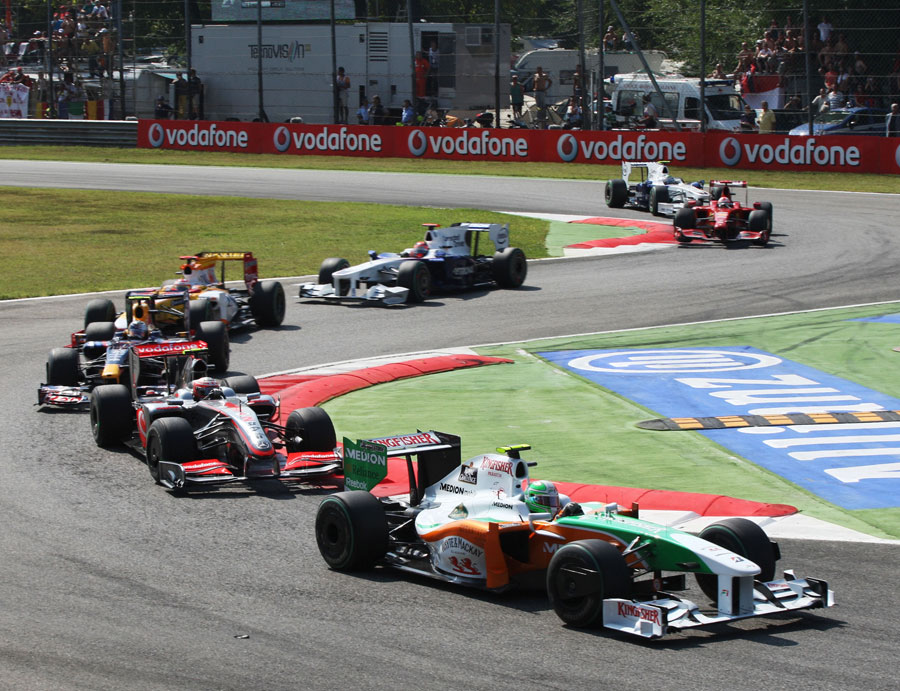 Tonio Liuzzi leads the field through the first chicane