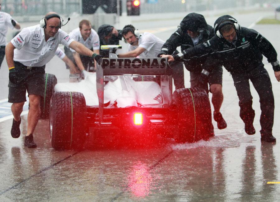 Mercedes push Nico Rosberg back to the garage
