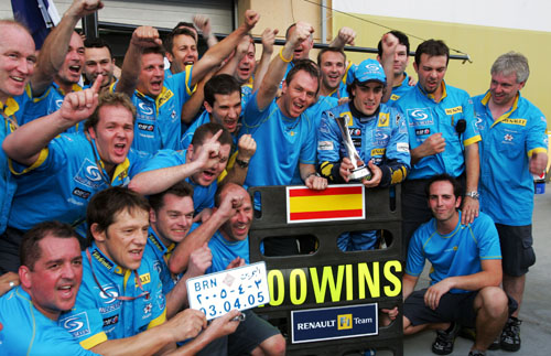 Team Renault celebrate Fernando Alonso's win in the 2005 Bahrain Grand Prix