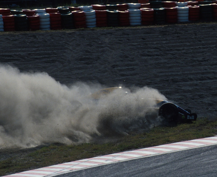 Nigel Mansell's title hopes end in a cloud of dust after he spun out of contention at Suzuka