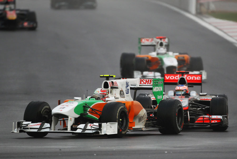 Tonio Liuzzi holds off Jenson Button's McLaren