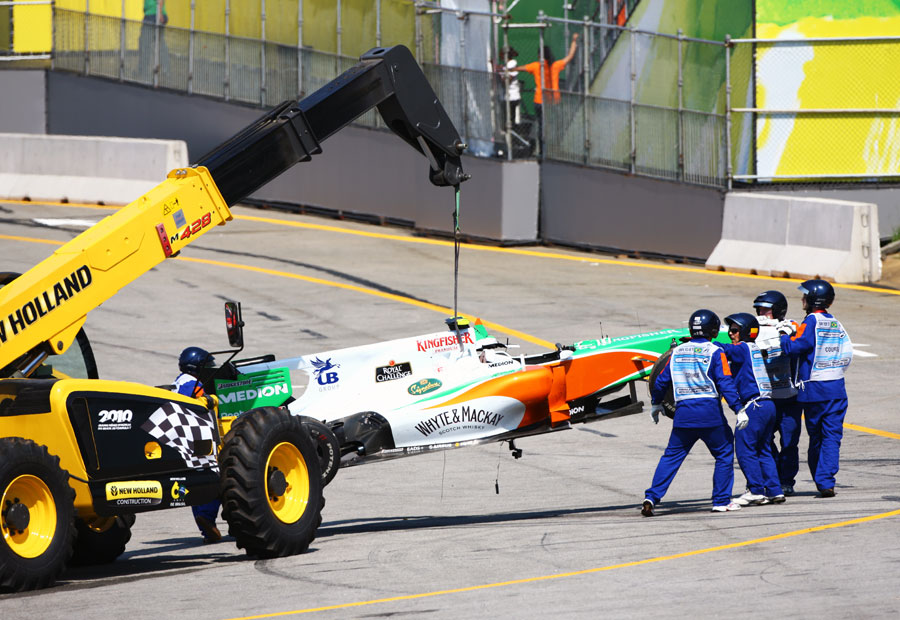 Tonio Liuzzi's wrecked Force India is craned away