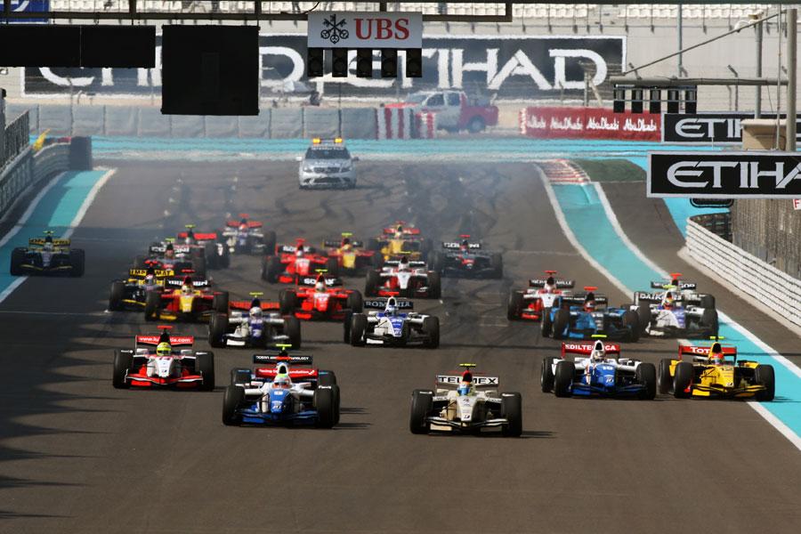 Sergio Perez leads the field away in Abu Dhabi