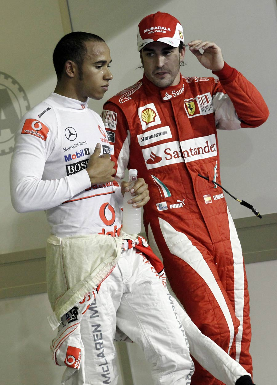 Lewis hamilton talks to Fernando Alonso after qualifying