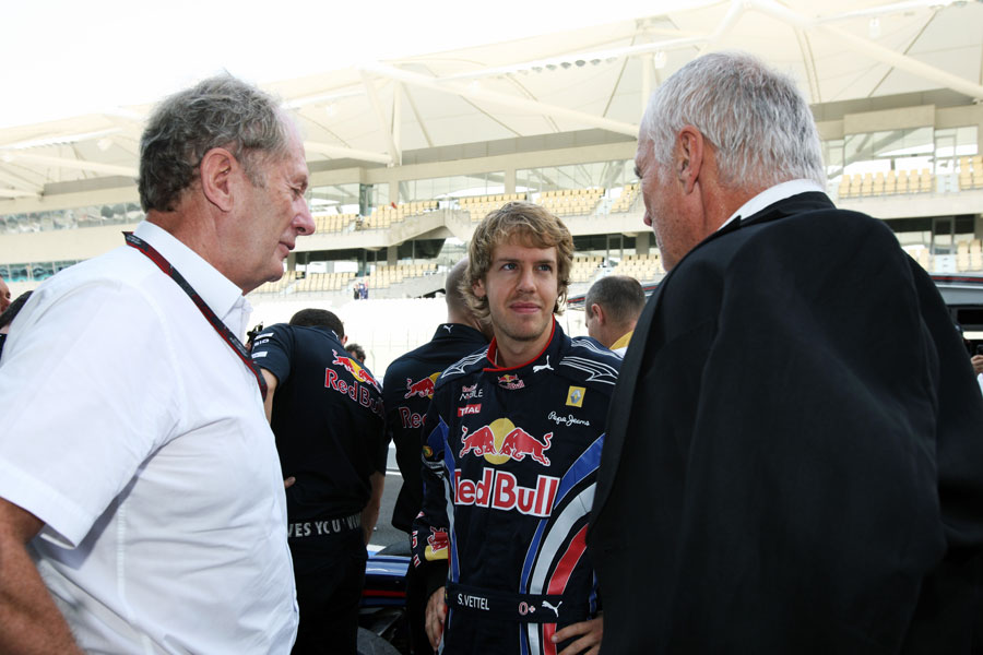 Sebastian Vettel talks to Helmut Marko and Dietrich Mateschitz at an end-of-season photoshoot