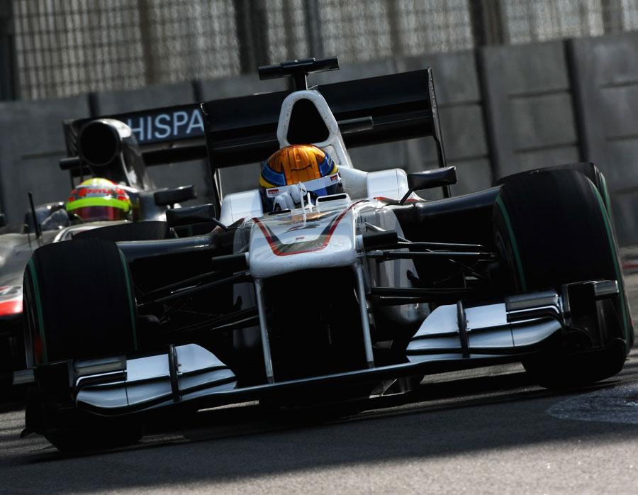 Esteban Gutierrez holds off Pastor Maldonado in the HRT