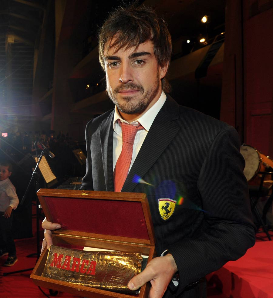 Fernando Alonso received the Marca Leyenda Trophy