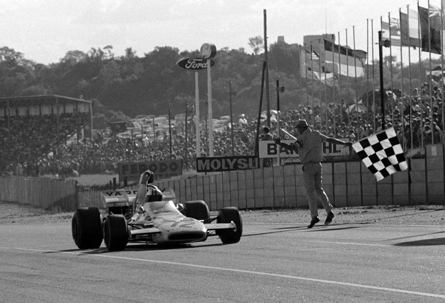 Denny Hulme on his way to victory in South Africa