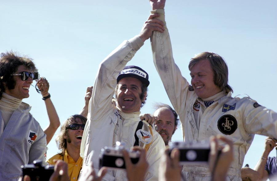 Denny Hulme acknowledges moral victor Ronnie Peterson who lost the win on the penultimate lap with a slow puncture