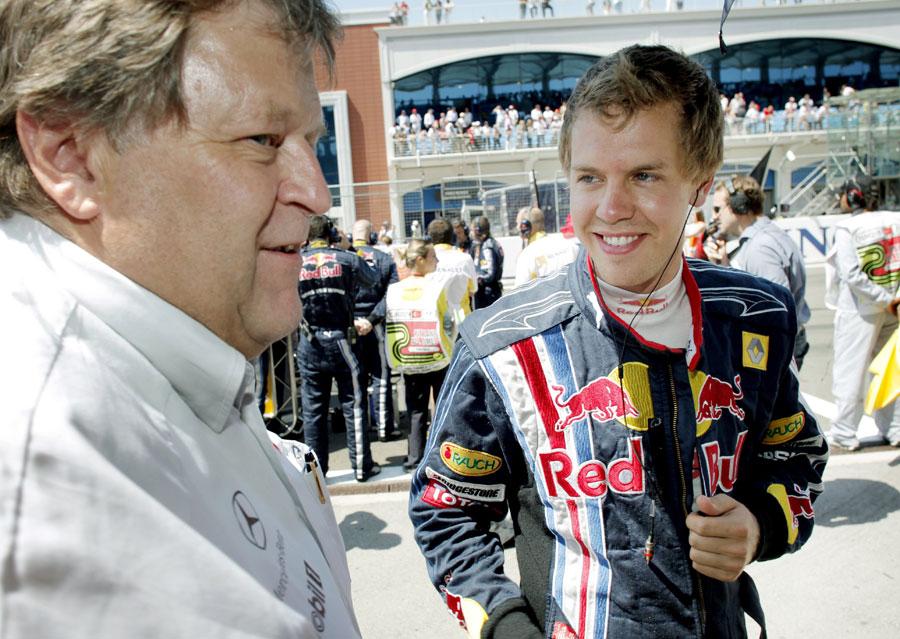 8245 - Mercedes denies interest in Vettel