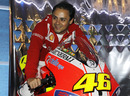 Felipe Massa tries out Valentino Rossi's Ducati motorbike for size