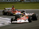Emerson Fittipladi keeps Niki Lauda at bay
